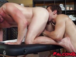 سکس گی Hunky masseur ass banged by attractive young homosexual muscle  massage  hd videos blowjob  big cock  anal