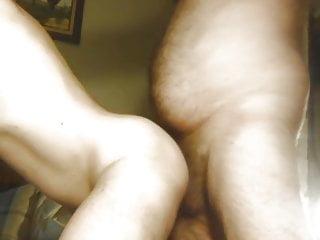 سکس گی خرس بی ارزش fucks در خام یک زن روسپی ریشو ارزان تا بابا قدیمی + جوان خرس مقعد بی زین