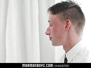 سکس گی MormonBoyz - جوان مذهبی پسر پرشهای برای اسقف twink به قدیمی + جوان HD استمناء بابا فیلم آلت مالی