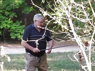 سکس گی بابا pissing در قبل از گرفتن فاک فیلم های HD در فضای باز بابا آماتور خرس
