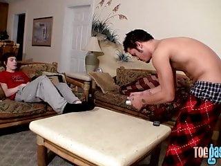 Homos فیلم هر یک از دیگران پا در حالی که حرکات تند و سریع خاموش را dicks خود را